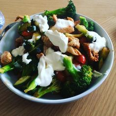 Turkey with broccoli tomatoes courgettes and soured cream. Definitely filled a hole! #90daysssplan #thebodycoach #leanin15 #saturday #restday #lowcarb #turkey #soy #paprika #broccoli #courgette #tomatoes #cleanandlean #cleanandleanwarrior #healthiswealth #lucybeecoconut #lucybeecoconutoil #fitfam #fitforlife #fitlondoners #cycletwo #c2d20 by thetravellingrep