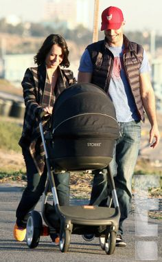 Jennifer Love Hewitt steps out with baby Autumn and hubby Brian Hallisay. So cute!