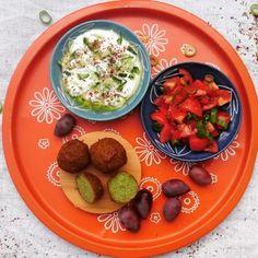 Grønne falafler Salt, Chicken, Food, Essen, Salts, Yemek, Buffalo Chicken, Cubs, Meals