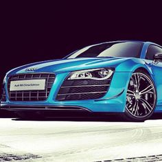 Electric blue Audi R8!