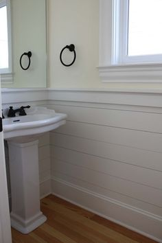 ARTICLE: 20 Beautifully Smooth, Streamlined Walls DESIGNED By Tongue & Groove Paneling Wainscoting Stairs, Wainscoting Bathroom, Downstairs Bathroom, Bathroom Renos, Small Bathroom, Wainscoting Ideas, Bathroom Ideas, Wainscoting Height, Black Wainscoting