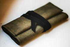 tabacco bag Old Clothes, Napkin Rings, Fabric, Bags, Tejido, Handbags, Ropa Vieja, Dime Bags, Lv Bags