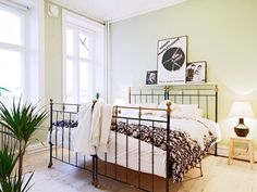 Two twin beds together, so cool, so European Scandinavian Lighting, Two Twin Beds, Home Bedroom, Bedrooms, Guest Room, Farmhouse Style, Sweet Home, Decorating Ideas, Places