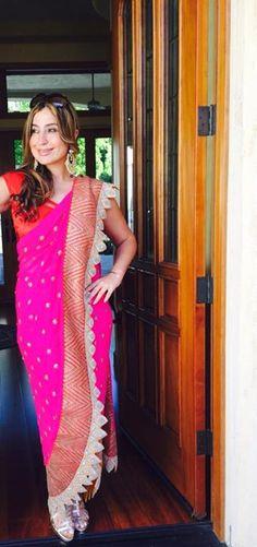 Anamika Khanna Sabyasachi Sarees, Lehenga Saree, Bollywood Saree, Bollywood Fashion, Indian Sarees, Mehendi Outfits, Bastilla, Anamika Khanna, Designer Wear