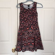 Cute Paisley Summer Dress! Super cute dress from Target! Only worn once. Zippered back. Bundle with two of my other $8 items for %20 off! (That's only $20 for 3 fabulous items!) Xhilaration Dresses Midi