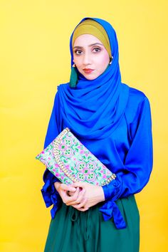Hijab Fashion with green and blue aesthetics. Modest, Modesty with Confidence. Earrings and Accessories with a Hijab. Ootd Hijab, Hijab Chic, Hijab Outfit, Street Hijab Fashion, Modest Wear, Blue Opal, Green Fashion, Modest Fashion, Clutches