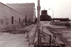 1990 Berlin - Berliner Mauer am Bethaniendamm, Blick auf St.-Thomas-Kirche.  ☺