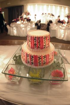 cake table with flowers under glass | cake-table