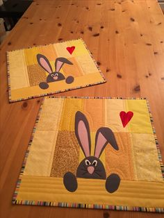 bunnies mini quilt idea - no link Table Runner And Placemats, Quilted Table Runners, Small Quilts, Mini Quilts, Quilting Projects, Sewing Projects, Charm Quilt, Place Mats Quilted, Quilted Table Toppers
