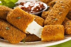Delicious and crispy recipe for Deep Fried Mozzarella Cheese Sticks that are every popular for game night munchies or movie night snacks. Healthy Mozzarella Sticks, Mozzarella Cheese Sticks, Queso Mozzarella, Mozzerella, Fried Cheese Sticks, Cheese Fries, Trans Fat Foods, Japanese Bread Crumbs, Mozzarella Sticks