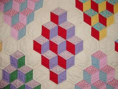 Vintage Tumbling Blocks Quilt Inspiration – Q is for Quilter Hexagon Quilt Pattern, Patchwork Quilt Patterns, Hexagon Quilting, Tumbling Blocks Quilt, Quilt Blocks, Antique Quilts, Vintage Quilts, English Paper Piecing, Hand Quilting