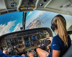 Flying the Cessna Caravan on floats into New York City, Katie has the best office view in all of Manh… Sistema Solar, Cessna Caravan, Airplane Wallpaper, Aviation Training, Female Pilot, Fighter Pilot, Flight Deck, Celebrity Travel, Cabin Crew