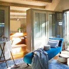 El terciopelo será el boom de la temporada otoño-invierno.   Desde cojines hasta sofás, el terciopelo promete llenar tu casa de glamour y convertirse en el tapizado de moda. Colores intensos para un material que, además, es perfecto para las épocas más frías.    #Habitat  #Home #Hogar #style #luxury #design #sophistication  #detalles #details #Terciopelo #Tendencias #Hogar #Decoración #Ideas  #Moda #Denim