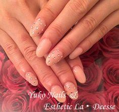 Yuko Nails And Esthetic La Deesse ジェルネイルデザイン♪ (定額制:Gold)カラーリングをベースにポイントでストーンをドット風に散りばめた上品なデザイン♪ Gold Nails, Beauty, Design, Gold Nail, Beauty Illustration, Golden Nails