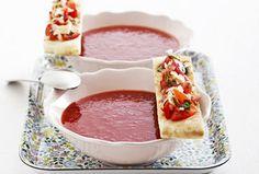 Kold chili-tomatsuppe med tomatbruschetta