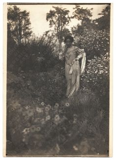 Bessie Potter Vonnoh in a field of flowers, ca. 1895