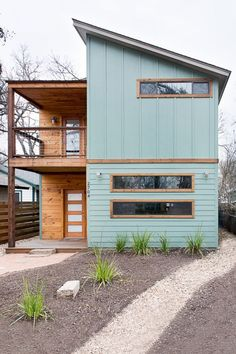 ***Exterior color, wood color, may be too trendy*** We teamed up with H&M and Airbnb to design a beautiful, comfortable and perfectly located home for six lucky SXSW-bound winners. Modern Exterior, Exterior Design, Interior And Exterior, Diy Exterior, Exterior Colors, Modern Home Exteriors, Exterior Remodel, Roof Design, Window Design