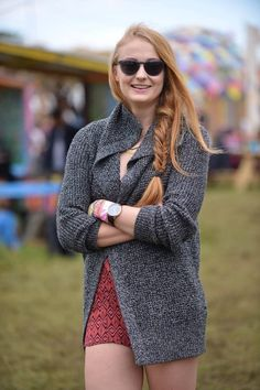 Game of Thrones actress Sophie Turner spotted at Glastonbury in Banana Republic Marled Sweater Jacket and Zoey Sunglasses.