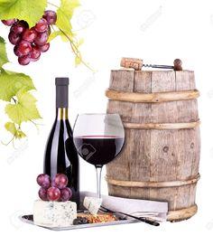 Imagen de un barril, sacacorchos, un corcho, una botella de vino, una copa servida, uvas y quesos. Fondo blanco.