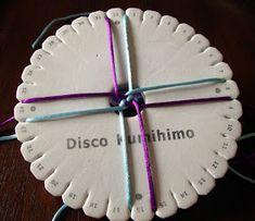 CREACIONES BATIBURRILLO: KUMIHIMO XXXVII: CORDÓN REDONDO CON ZIG ZAG LONGITUDINAL Macrame, Diy And Crafts, Hair Accessories, Places, Bracelets, Necklaces, Lanyards, Fabric Purses, Recycling