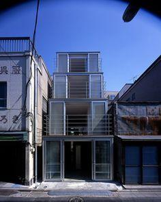 TEZUKA ARCHITECTS.  Step House on a Shopping Street.