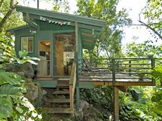 Set in a lush tropical paradise, the Sunset Beach Treehouse Bungalow in Haleiwa, Hawaii .Look inside the Sunset Beach Treehouse Bungalow. Tiny House Movement, Sunset Beach, Cabins And Cottages, Tiny Cabins, Tiny Spaces, Small Space, Little Houses, Tiny Houses, Tiny House Living