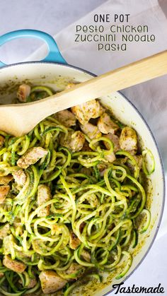 Pesto Chicken Zucchini Noodle Pasta An easy and healthy meal in just one pot. The zucchini noodles in this recipe make it carb light.An easy and healthy meal in just one pot. The zucchini noodles in this recipe make it carb light. Zucchini Noodle Recipes, Zoodle Recipes, Spiralizer Recipes, Recipe Zucchini, Pesto Recipe, Clean Eating Recipes, Healthy Eating, Cooking Recipes, Healthy Recipes