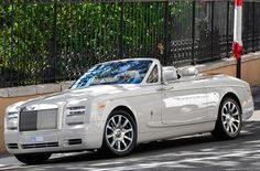 Rolls-Royce Phantom Photos and Specs. Photo: Phantom Rolls-Royce approved and 29 perfect photos of Rolls-Royce Phantom Rolls Royce Wraith, Rolls Royce Drophead, Rolls Royce Phantom Drophead, Convertible, Rolls Royce Vintage, Kylie Jenner, Dream Cars, Bespoke, Motor V12