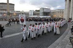 L'arrivo dei Templari in Piazza San Pietro a Roma guidati dal Magister dott. Mauro Giorgio Ferretti