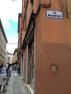 Twitter / @Cristina @thetravolution: Unsatisfied Street? How could this be possible living in #italy?! #blogville