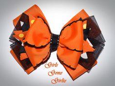 Halloween hair bow orange and black bow by GirlsGoneGirlie Halloween Hair Clips, Halloween Bows, Toddler Halloween, First Halloween, Halloween Outfits, Organza Ribbon, Ribbon Bows, Grosgrain Ribbon, Stretchy Headbands