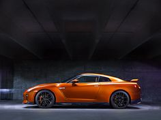 In a short video, Nissan introduced experts that build the engines for the 2017 Nissan GT-R. The famous adrenaline-pumping sports car is located at the central part of the Nissan's booth at the 2016 New. Nissan Gt R, Nissan Skyline R35, Skyline Gtr, Civic Coupe, Nissan Gtr Wallpapers, Car Wallpapers, Mazda, Car Buying Guide, Japanese Sports Cars