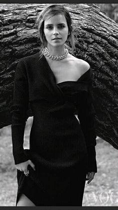 Emma Watson looks chic in her black knitted dress photo from Vogue magazine. Vogue Uk, Edward Enninful, Emma Watson Sexiest, Harry Potter Film, Catherine Deneuve, Looks Chic, Classy, Hollywood, Celebs