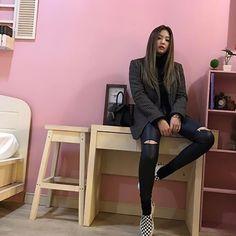 blackpink in your area Kim Jennie, Blackpink Fashion, Korean Fashion, Yg Entertainment, Blackpink Outfits, Queens, Blackpink Photos, Celebs, Celebrities