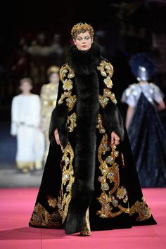 See all the Collection photos from Dolce & Gabbana - Alta Moda Autumn/Winter 2020 Pre-Fall now on British Vogue Dolce & Gabbana, Modern Fashion, High Fashion, Fashion Show, Fashion Design, Style Couture, Haute Couture Fashion, Glamorous Dresses, Beautiful Dresses
