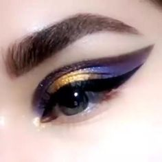 Galaxy winged eye makeup tutorial to make your eyes look stunning with a winged space inspired style. Galaxy winged eye makeup tutorial to make your eyes look stunning with a winged space inspired style. Makeup Kit, Makeup Inspo, Makeup Inspiration, Beauty Makeup, Prom Makeup, Makeup Products, Makeup Eye Looks, Eyeshadow Looks, Eyeshadow Makeup