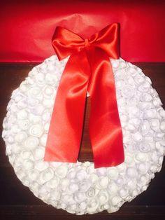 Paper Flower Wreaths, Paper Flowers, Handmade Christmas, Napkin Rings, Christmas Wreaths, Napkins, Tableware, Facebook, Home Decor