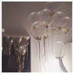 g o l d e n party balloons, awesome