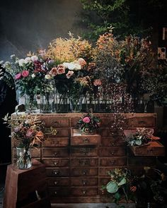 Beautiful Flower Arrangements, Beautiful Flowers, Flower Shop Interiors, Apothecary Decor, Flower Shop Design, Flower Bar, Floral Room, Flower Studio, Green Rose