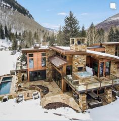 Would you want to live in a house surrounded by mountains where everyday you will be greeted by picturesque views of mountain vistas ? Cabin Homes, Log Homes, Casa Top, Modern Mountain Home, Property Design, Dream House Exterior, House Goals, Modern House Design, Modern Architecture