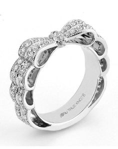 Engagement ring with 1.04tcw of diamonds. Available in platinum and gold I True Knots, The Knot Collection I https://www.theknot.com/fashion/the-knot-collection-k3170-true-knots-wedding-ring