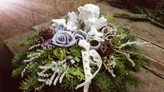 König Tímea  Kegyelet 2016. Grave Flowers, Black Flowers, Center Pieces, Ikebana, Christmas Wreaths, Holiday Decor, Home Decor, Fall Table, Grief