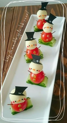 For Christmas ♡ ✱Snowman Pinchos✱ - food+drinks - Comida Recetas Christmas Party Food, Xmas Food, Christmas Appetizers, Christmas Snowman, Christmas Treats, Christmas Decorations, Christmas Door, Party Snacks, Appetizers For Party