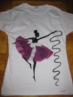Balerina cu panglica Kids Shirts, Cool Shirts, T Shirts For Women, Shirt Refashion, Diy Shirt, Barbie Images, Plain White Shirt, Fabric Paint Designs, T Shirt Painting