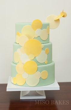 yellow and mint wedding cake - both are REALLY hot colors for this cake is so on trend! I'm not thinking for the main cake but this is a good idea for like maybe little cupcakes maybe. Modern Cakes, Unique Cakes, Creative Cakes, Gorgeous Cakes, Pretty Cakes, Amazing Cakes, Cupcakes, Cupcake Cakes, Mint Wedding Cake