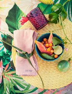 Green, blue, citrus and pink — indulge in sparkling colours and bold prints for a look that proves that more is more.   H&M Home Nuova collezione casa di #H&M #Tropical #Touch #interior via http://www.creativeaptitude.it/