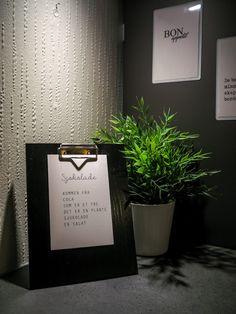 kommer i eik, hvit og svart - størrelsene 10x15, 15x20 og 20x30 Lettering, Drawing Letters, Letters, Character, Texting, Calligraphy