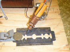Crystal Radios / Fox Hole Radios: For me, it all started here Electronics Basics, Electronics Projects, Survival Items, Survival Skills, Emergency Radio, Ham Radio Antenna, Technology Hacks, Vacuum Tube, Projects To Try
