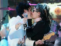 billie joe armstrong and his wife Adrienne Billie Joe Armstrong, Adrienne Armstrong, Green Day, Day Brasil, When I Come Around, People Kissing, Jason White, Forever Green, Wife Pics