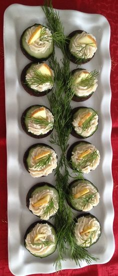 Brunch Recipes Trout cream on pumpernickel 4 Cheese Appetizers, Finger Food Appetizers, Thanksgiving Appetizers, Appetizers For Party, Thanksgiving Recipes, Appetizer Recipes, Party Finger Foods, Snacks Für Party, Trout